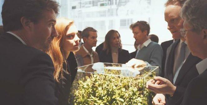 La FashionTech Expo / Showroom Paris est FIÈRE d'ouvrir ce reportage sur la mode en mutation réalisé par Natalia Grgona pour Parismodes TV / Relaxnews ! #FTWeek   https:// m.youtube.com/watch?index=3& v=Oo30MhorzxA&list=UUL9cNb4gCLqw0vuZc1r8z7g  …  #fashiontechpic.twitter.com/8o7VMVxttq