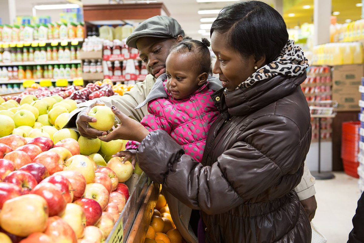 Explore which items are heavier, larger, or softer with your child. As you shop &amp; play your child is thinking like a scientist! #VroomTip <br>http://pic.twitter.com/UzeUo2WyoM