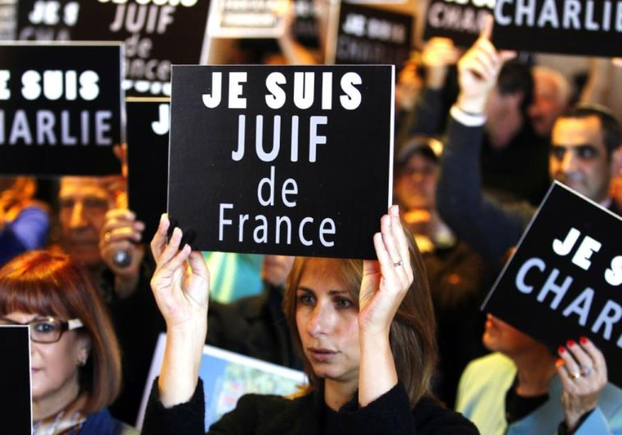 In 3 rulings, #French court rejected appeal of #Holocaust denier Alain Soral against his prison sentence, affirmed eviction of his associate antisemite Dieudonne M'bala M'bala in Paris, and gave $1,700 fine to teacher who spoke against #Israel and the Jews  http:// ow.ly/IQrD30gEMWA  &nbsp;  <br>http://pic.twitter.com/SLYSR2Styn