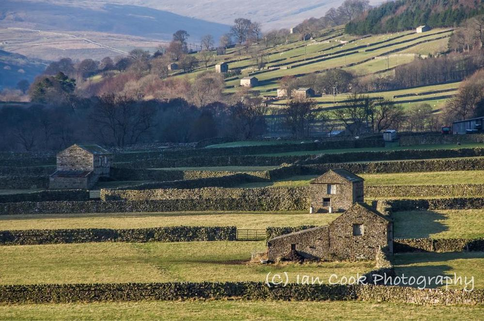 R featured #destination #travelblog is from talented photographer @iancook57.  #Swaledale #barns in #NorthYorkshire.  #history #farming #ttot.   http://www. travelgumbo.com/blog/swaledale -barns-gunnerside-north-yorkshire &nbsp; … <br>http://pic.twitter.com/m0G9oHEftm