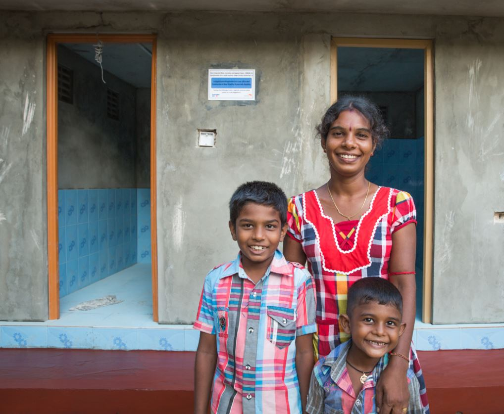 Manjula is a mum of two from #SriLanka. See how support from #WorldVision and @dfat has helped her to regain her dignity and improve her safety, with access to a #toilet right outside her home:  http:// wva.me/2hIRbxm  &nbsp;   #WorldToiletDay<br>http://pic.twitter.com/D896DPaQ3H