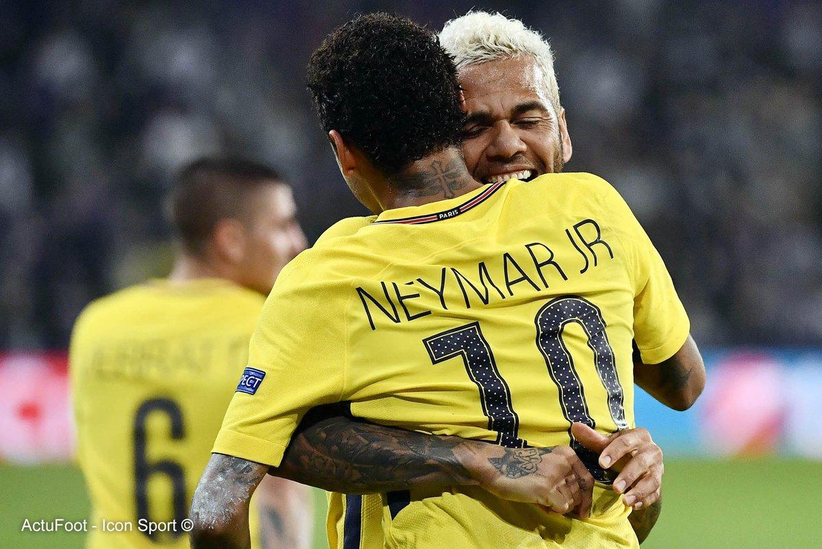 Neymar : 'On peut penser qu'avec mon arrivée et celle de Daniel Alves cet été, cette histoire d'amour entre le PSG et le Brésil a encore de belles heures devant elle'