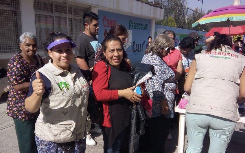 Dip.@IBetanzosMTDF las #BrigadasVoluntariasIBC siguen dando respuesta a la ciudadanía hoy los beneficiados son los vecinos del triángulo de las agujas 1, mañana nos vemos en #BarrioSanAntonio @cgt1968, @eruviel_avila, @TonatiuhGCase, @LorenaMartinez, @NormaPonceO #Iztapalapa