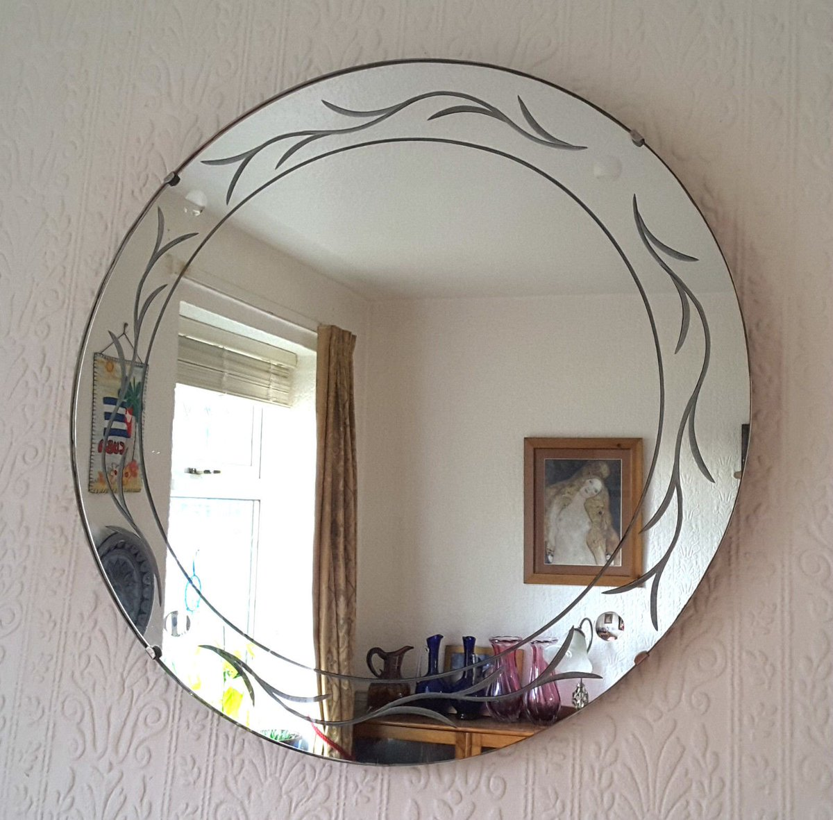 Pleased to announce that this beautiful #VINTAGE~#RETRO~#MIDCENTURY  #MODERN #MCM #ARTGLASS~#MIRROR~is now eligible to be shipped to #USA - further to lots of interest - please see my #eBay for more details! #Xmas2017 #InteriorDesign #FengShui #London xxx  https://www. ebay.co.uk/itm/2532647897 50 &nbsp; … <br>http://pic.twitter.com/5hW8P38YnJ