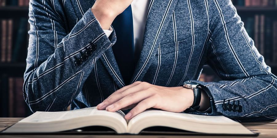 47 menswear books to style out your bookshelf: https://t.co/w2NUomc2Wf https://t.co/ODyL0H2lMD