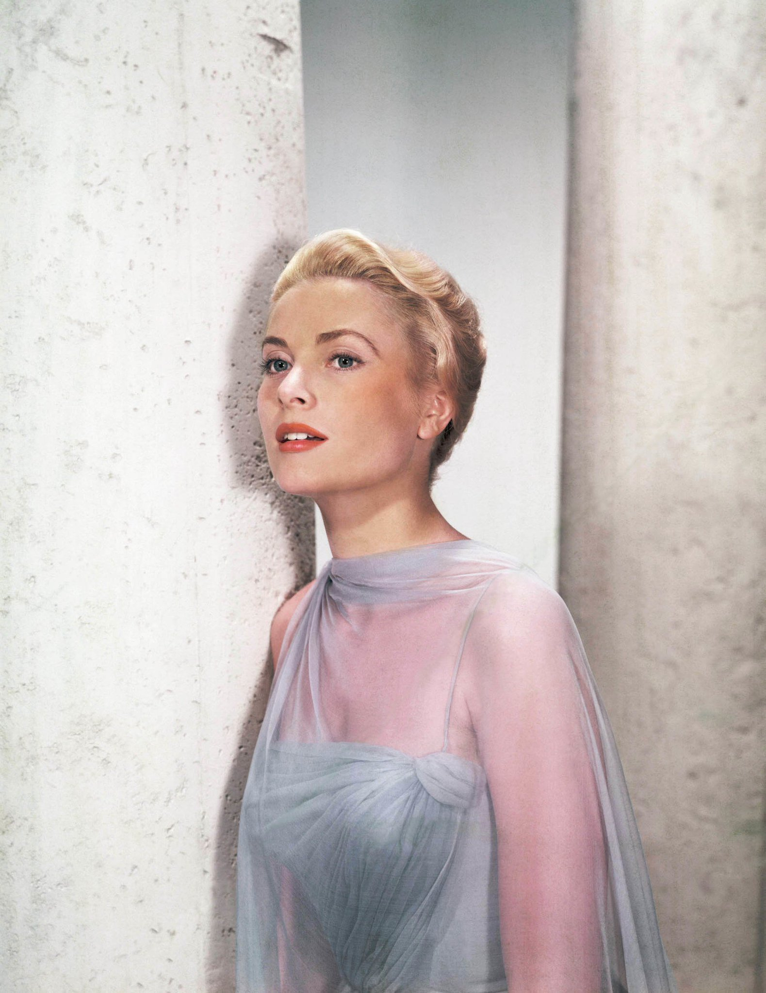 See stunning vintage photos of Grace Kelly, on-set and off: https://t.co/5R75qV9ygJ https://t.co/2v9EqvEmr0