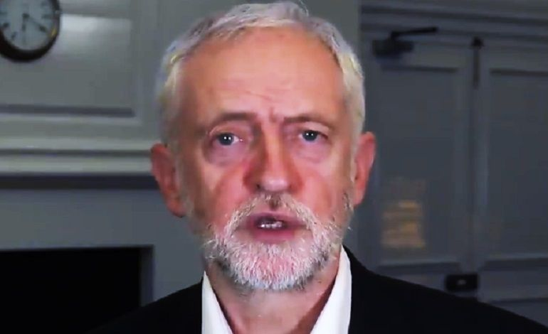 Jeremy #Corbyn criticises the #Conservative Party's rip-off #privatisation agenda, in a one-minute video nailing everything that is wrong with the sale of public property to private companies [VIDEO]  https://www. thecanary.co/uk/2017/11/16/ corbyn-nails-governments-privatisation-agenda-absolute-rip-off-video/ &nbsp; … <br>http://pic.twitter.com/22MWFKWsSK