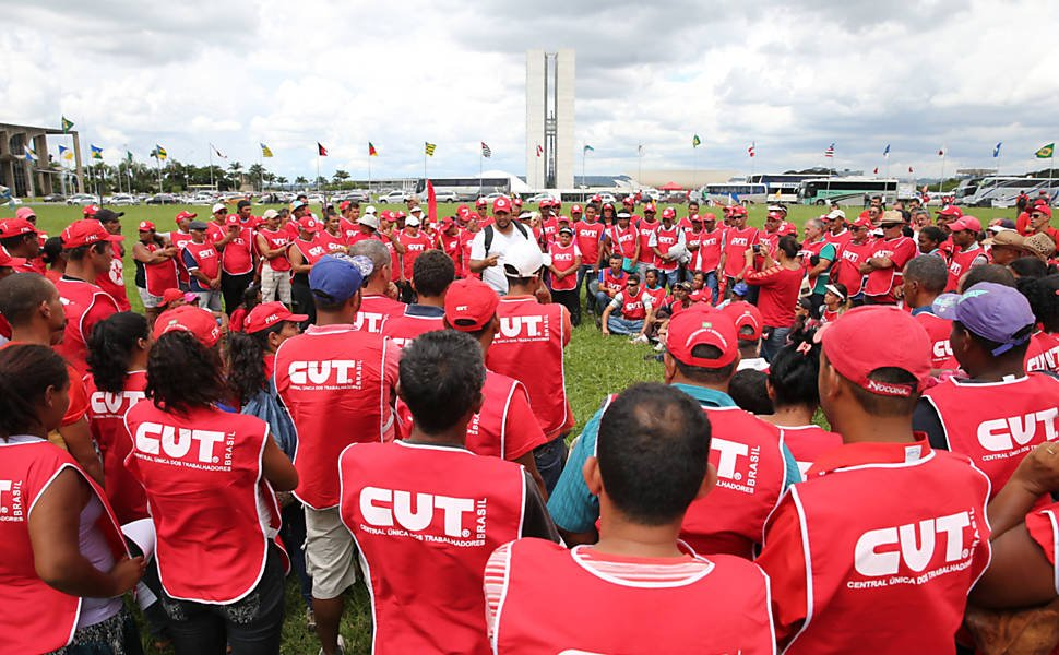 Corte de 60% com pessoal | Funcionários ameaçam greve após CUT lançar programa de demissão https://t.co/ggnU1YOFvQ