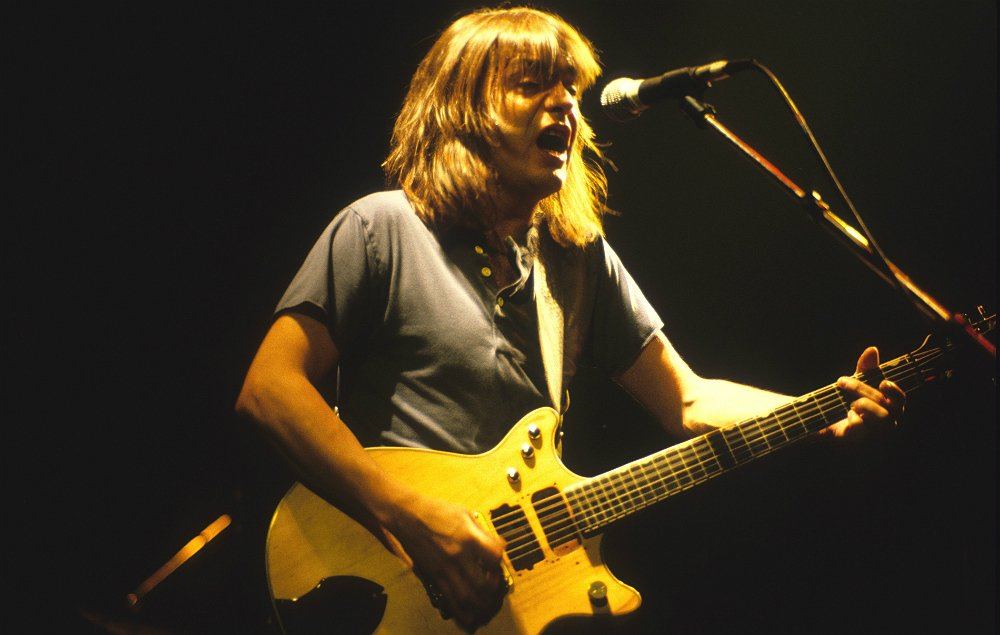 AC/DC guitarist and founder Malcolm Young dies https://t.co/fYlEk1aVUs