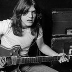 RT @RollingStoneMX: Malcolm Young, guitarrista y c...