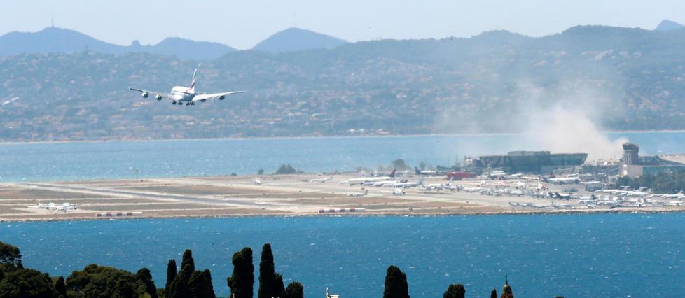 Nice: un pilote de ligne passe à côté de la piste de décollage https://t.co/fuDNgIfRVo