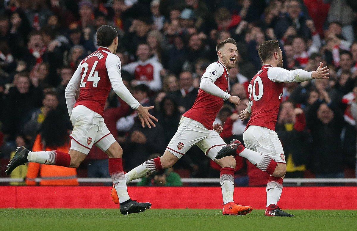Convaincant, Arsenal domine Tottenham dans le derby du Nord de Londres (2-0, Mustafi et Sanchez) #ARSTOT  Les Gunners signent leur première victoire de la saison contre un membre du Top 6
