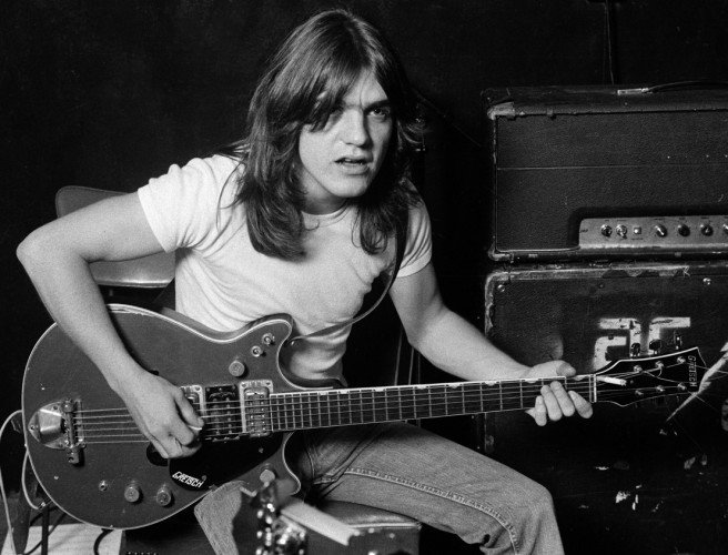 Malcolm Young, who co-founded the hard rock band AC/DC, has died aged 64: https://t.co/HLYIk8LeiA