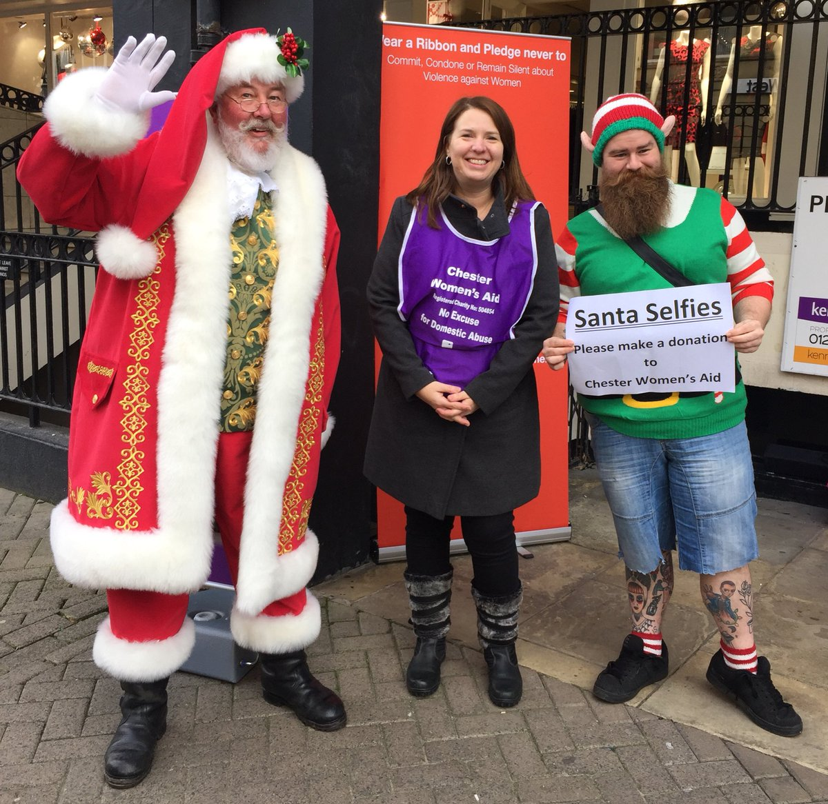 I don&#39;t know who&#39;s more excited for #FatherChristmas, us or the kids of #Chester! You&#39;ll find him at the Christmas Market for selfies. #WhiteRibbonDay @hhhancock <br>http://pic.twitter.com/bQnBHpEnzQ