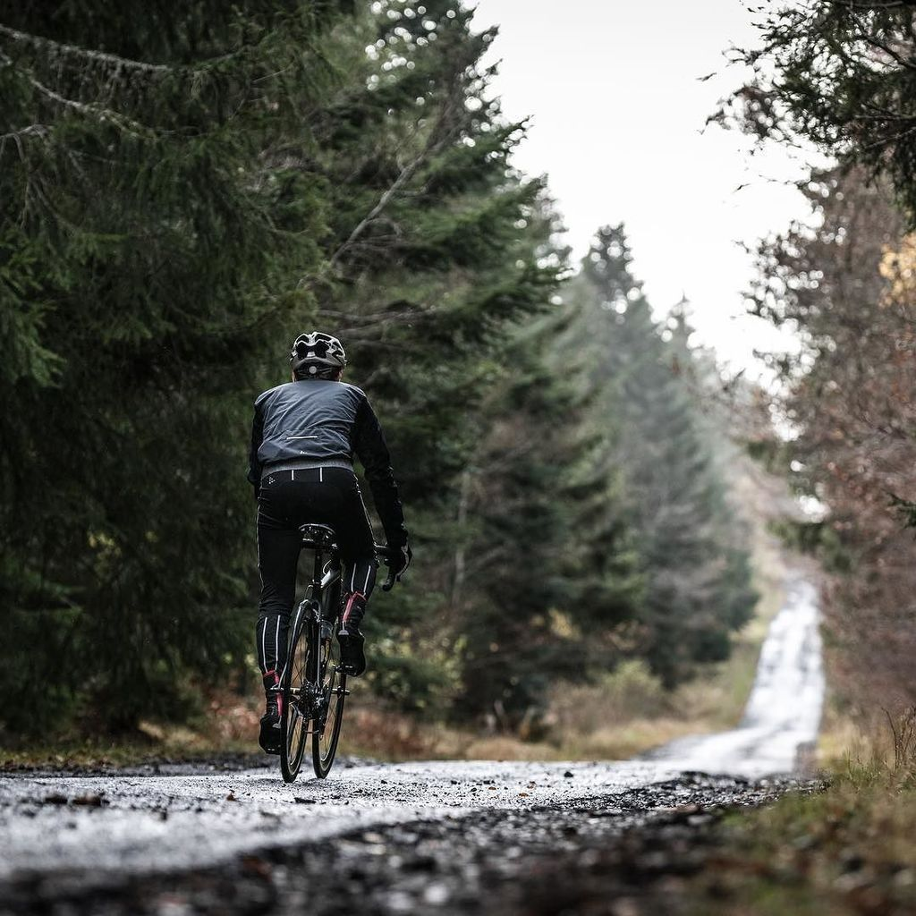 Old road. Shredded by time. Where are you going ? . . . #pixelencime #road #roadbike #bike #bicycle #auvergne #myauvergne #sancy #velo #cyclisme #cycle #cycling #bikeride<br>http://pic.twitter.com/yBQDjniMJE
