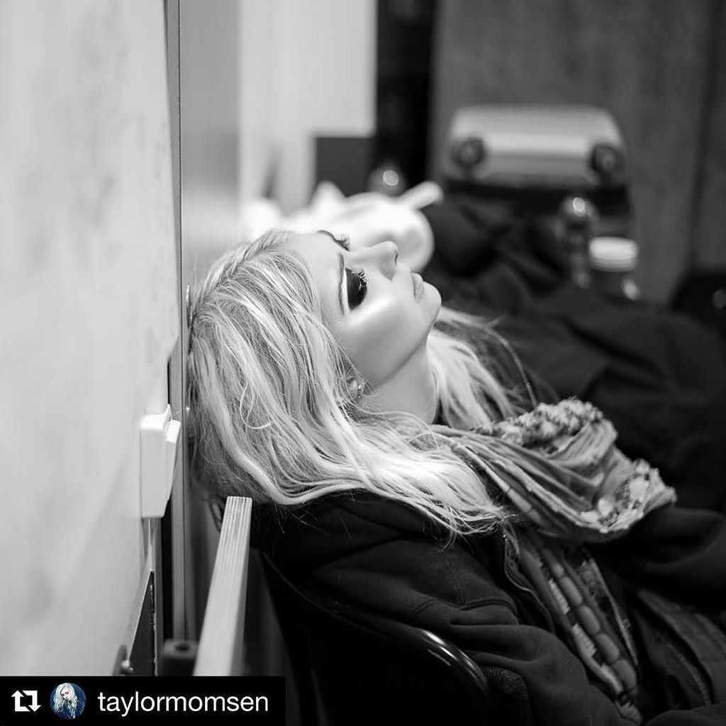 #oslo last night, #frankfurt tomorrow. #regram @taylormomsen ・・・ 'We just pass the time in the hotel rooms and wander round backstage' #tprtour2017 #theloadout @hannahmeadowsphotography  http:// ift.tt/2itDakp  &nbsp;  <br>http://pic.twitter.com/rpHD8gPfkt