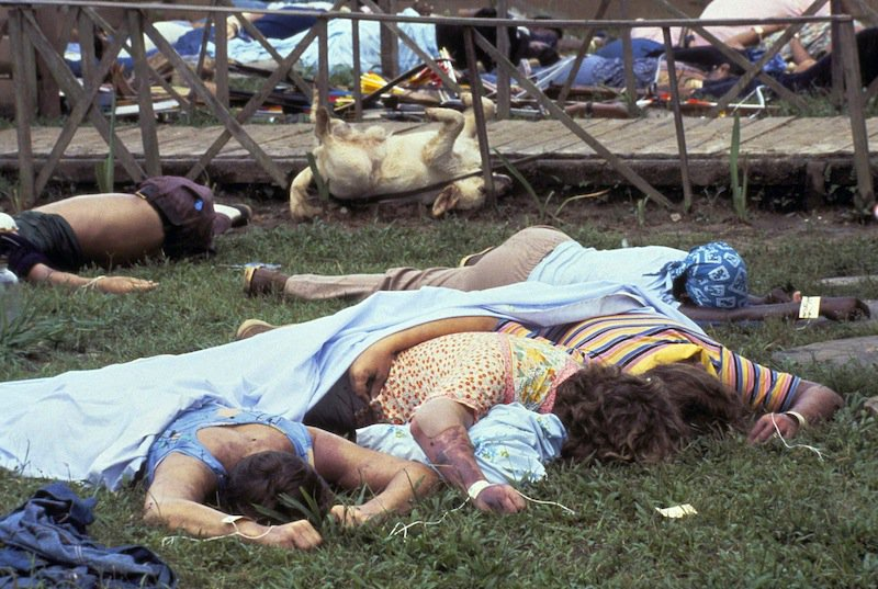 18 ноября 1978 г. ЦРУ уничтожило поселок Джонстаун (коммуна «Храм народов»), жители которого собирались эмигрировать из США  в СССР.  Было убито 918 американских граждан, в т.ч. 260 детей (из них 83 младенца)  https://t.co/adWKwvgtTR