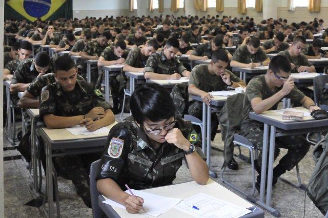 Este é o salão de provas da Escola Preparatória de Cadetes Exército. Cadê o Fiscal de Provas? Não precisa. https://t.co/bjWt3IeWyT