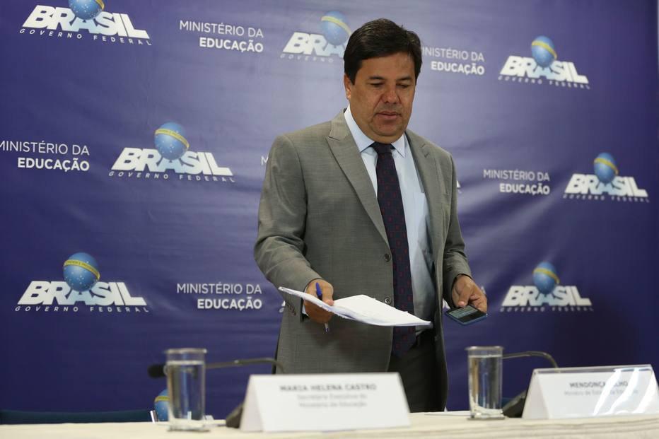 Governo vai suspender por 5 anos criação de cursos de Medicina no País https://t.co/SL0ALe27ww