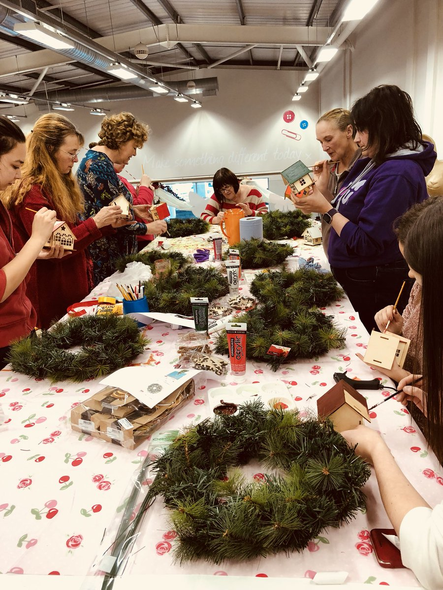 Wreath workshop in store today!! These ladies are doing an amazing job!  #chester #hobbycraft #makeitshareit<br>http://pic.twitter.com/oUtglH9E7Q