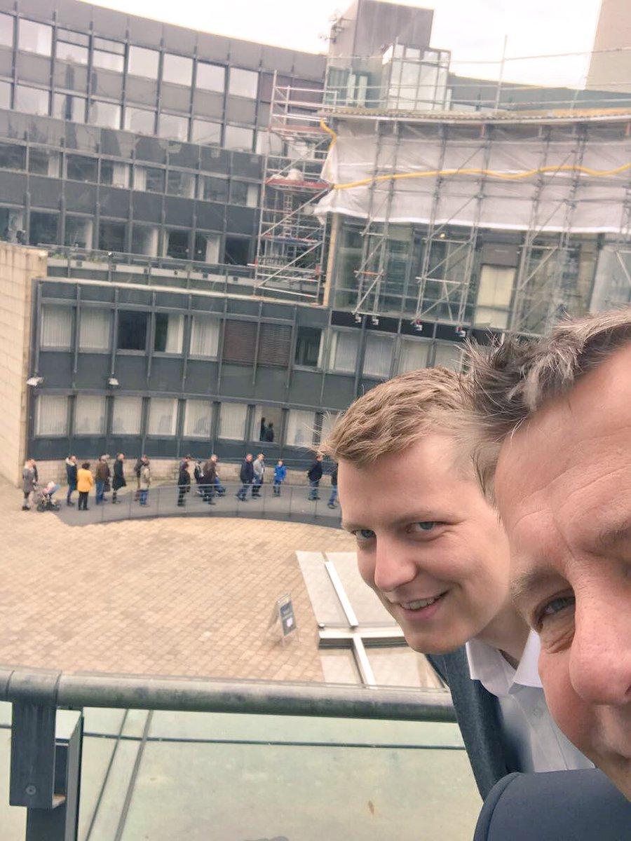 Zahlreiche Bürger strömen zum #Bürgerdialog der FDP in den #Landtag. #fdpltfnrw pic.twitter.com/MQRZ0i5QZW