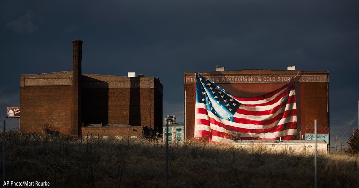 Isn't that #Beautiful .. Mural of an American Flag near vacant lot in Philadelphia  #GodBlessAmerica<br>http://pic.twitter.com/t1SeMxEWnI