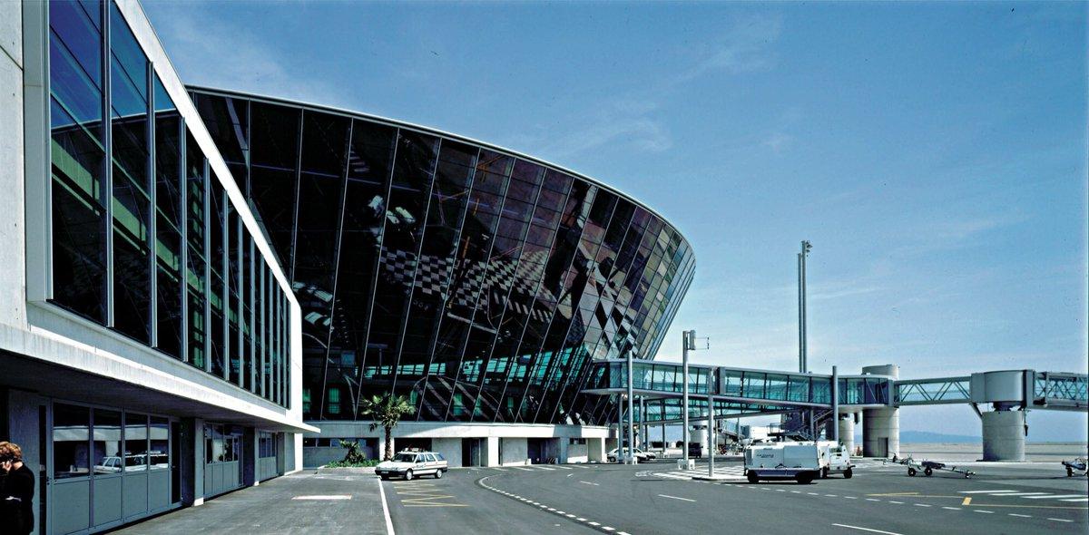 🇫🇷 #Nice Grave incident à l'aéroport : l'avion a tenté de décoller du «taxiway». https://t.co/qGpdpCi91I