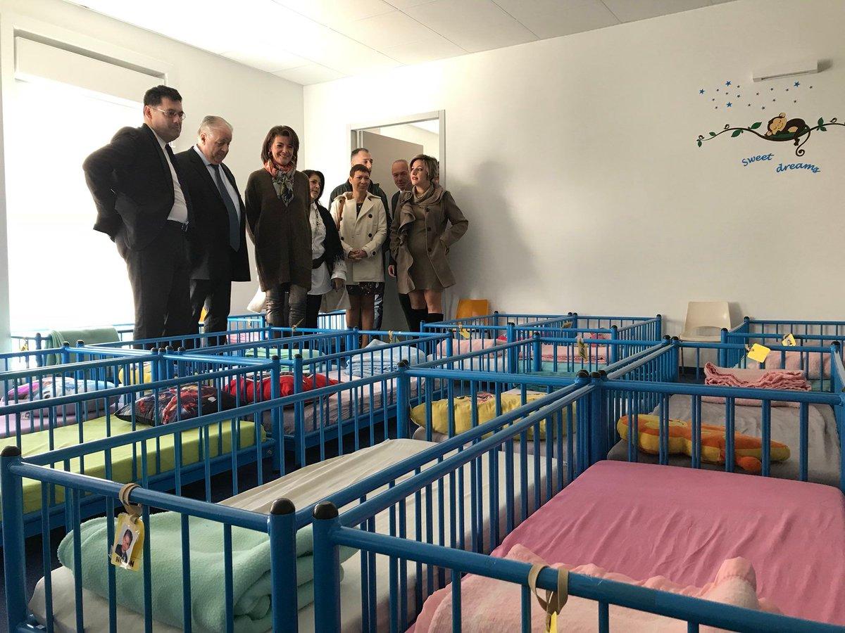 Inauguration de l'école «Romain Knecht» à Drap en présence du préfet Leclerc, de @Dominiq_Estrosi du maire Robert Nardelli de nombreux élus, parents et écoliers. Cette école porte le nom de Romain enfant scolarisé à Drap, décédé le 14 juillet 2016 dans l'attentat de Nice #Nice06