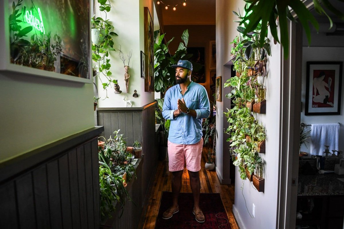 Millennials are filling their homes — and the void in their hearts — with houseplants  https:// buff.ly/2yRu9Id  &nbsp;   #houseplants #gardening <br>http://pic.twitter.com/66IcW7q7zT