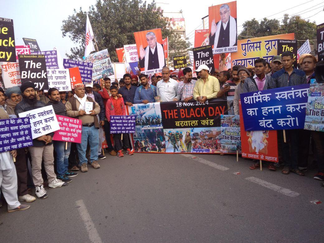 RT @kirtidassi121: @SatlokChannel संत रामपाल जी महाराज के अनुयायियों ने किया हर राज्यो प्रदशन मे प्रदर्शन। https://t.co/66LixQO8Mm