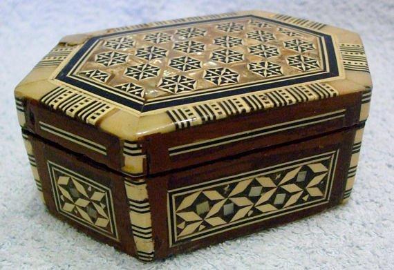 Vintage Folk Art Bone &amp; MOP Inlaid wood Jewellery,Trinket, Dresser Box Hexagon  #boxes #vintage #folkart #giftideas #gifts #etsy #ebay #followvintage #gotvintage #retro #vintageshowandsell #treen #shabbychic #etsyforall #vintagegifts #lovevintage #eshopsuk  https://www. etsy.com/uk/listing/565 154709/vintage-folk-art-bone-mop-inlaid-wood?ref=listing_published_alert &nbsp; … <br>http://pic.twitter.com/g78LND0ZeX