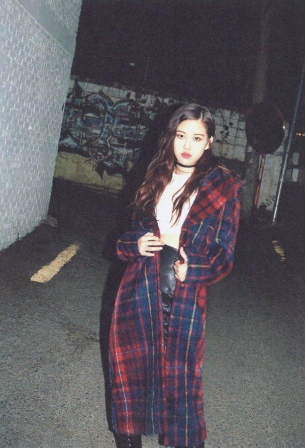Bllɔkpiik On Twitter Rose For Ceci Korea Blackpink Rose