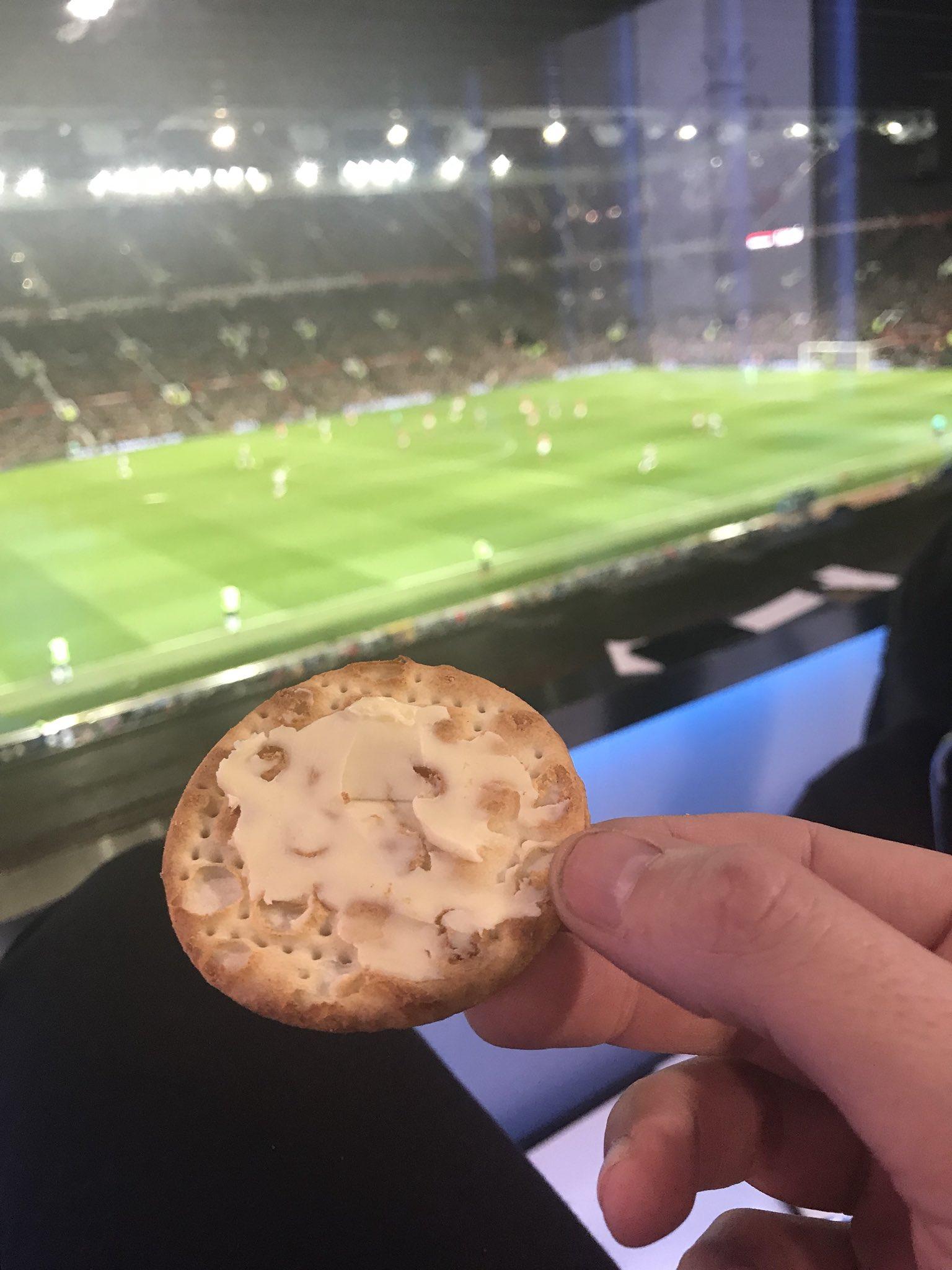 It's a cracker at Old Trafford. https://t.co/ipJZLFBeXl