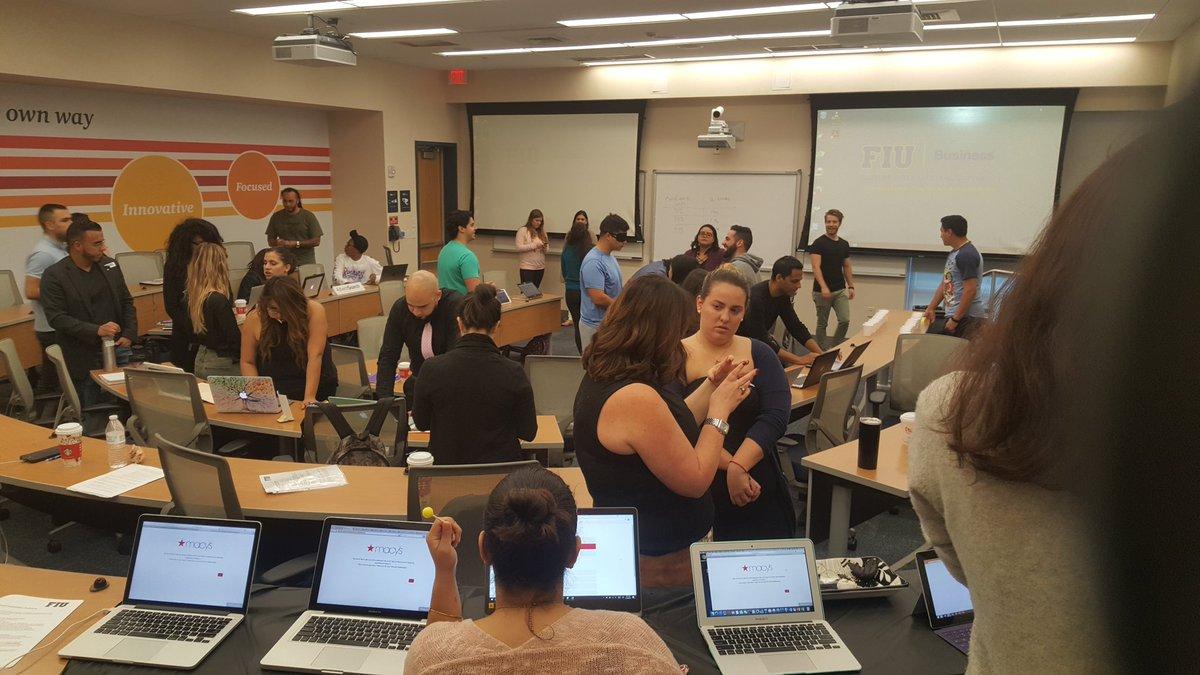 This is what learning looks like at #FIU #socialmangos #digitalmarketing<br>http://pic.twitter.com/Ev5jUFK5n4