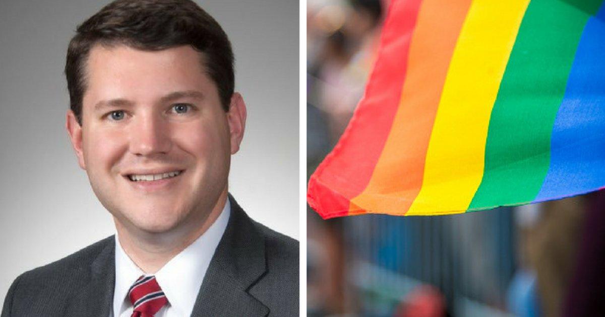 Deputado anti-LGBT deixa cargo após ser flagrado em 'condutas inapropriadas' com outro homem https://t.co/nIVy12fAVj