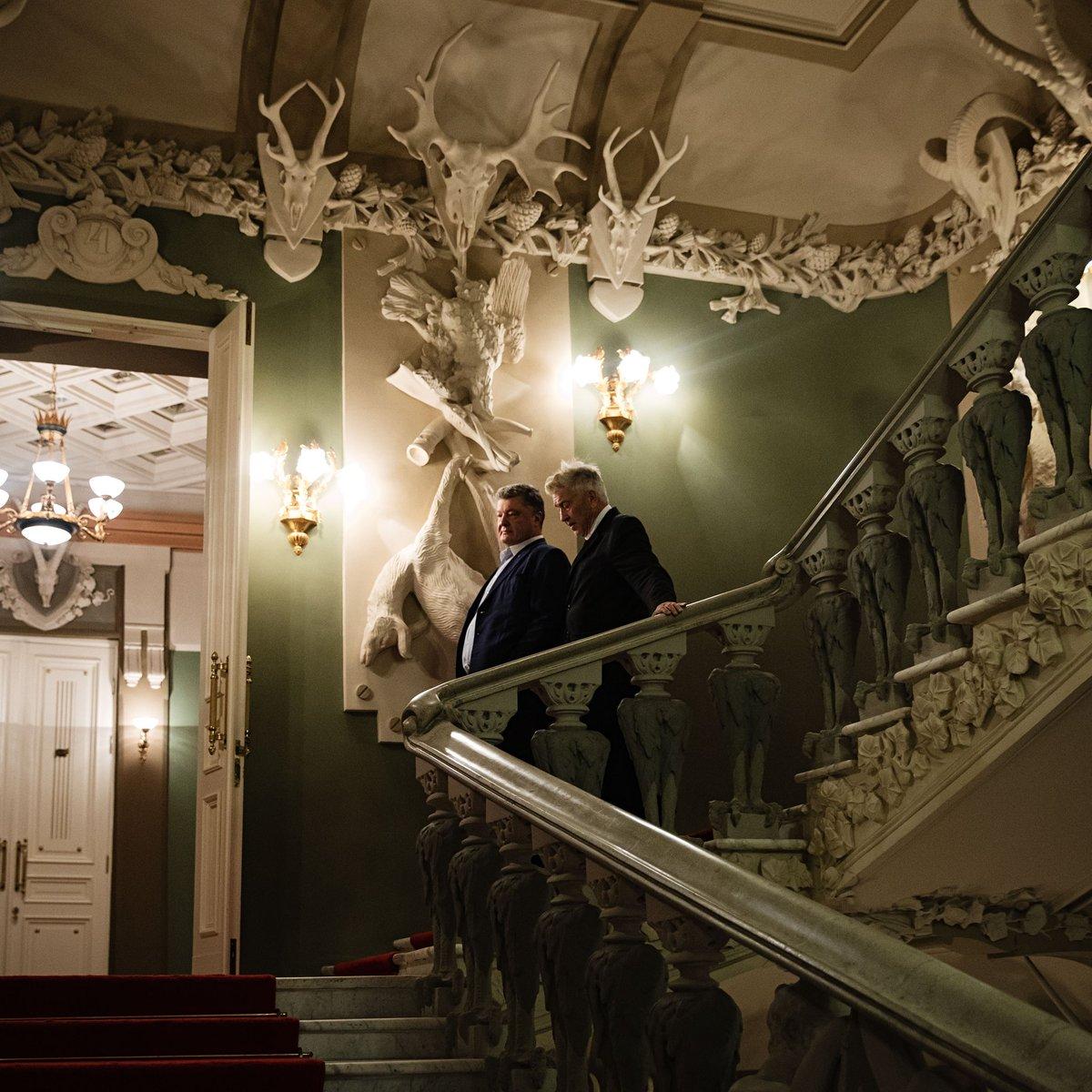 Порошенко встретился с Дэвидом Линчем в Доме с химерами https://t.co/YKnQJyvcWL