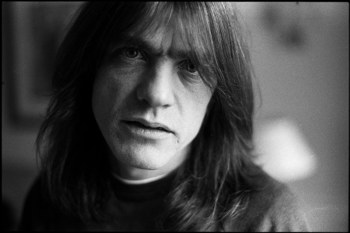 Malcolm Young, AC/DC's co-founding guitarist, has passed away at age 64. R.I.P. https://t.co/XJ9NBqXDMP