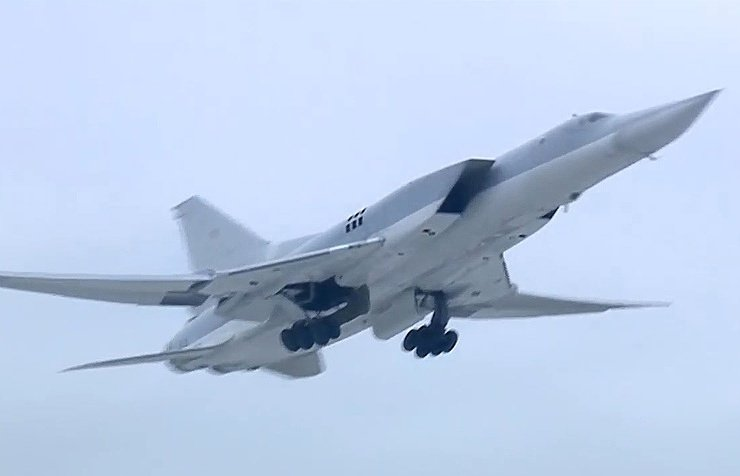 Today the #Russian airstrikes against #IS terrorists continues,Six #Russian TU-22M3 Bombers delivered airstrikes on facilities of #IS near the #Syrian City of #AlbuKamal,and destroyed #Daesh terrorists hardware and weapons.#Russian Defense Ministry.#Syria.<br>http://pic.twitter.com/BhqRBFDCpP