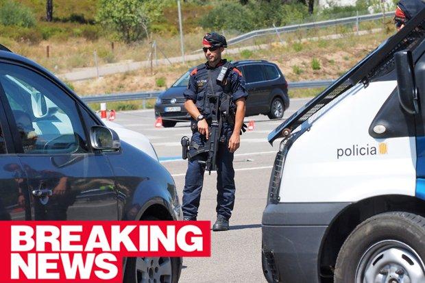 BREAKING: Terror cops shoot attacker shouting 'Allahu Akbar' #lajonquera #Spain #france https://t.co/ReTE4LJ9mB