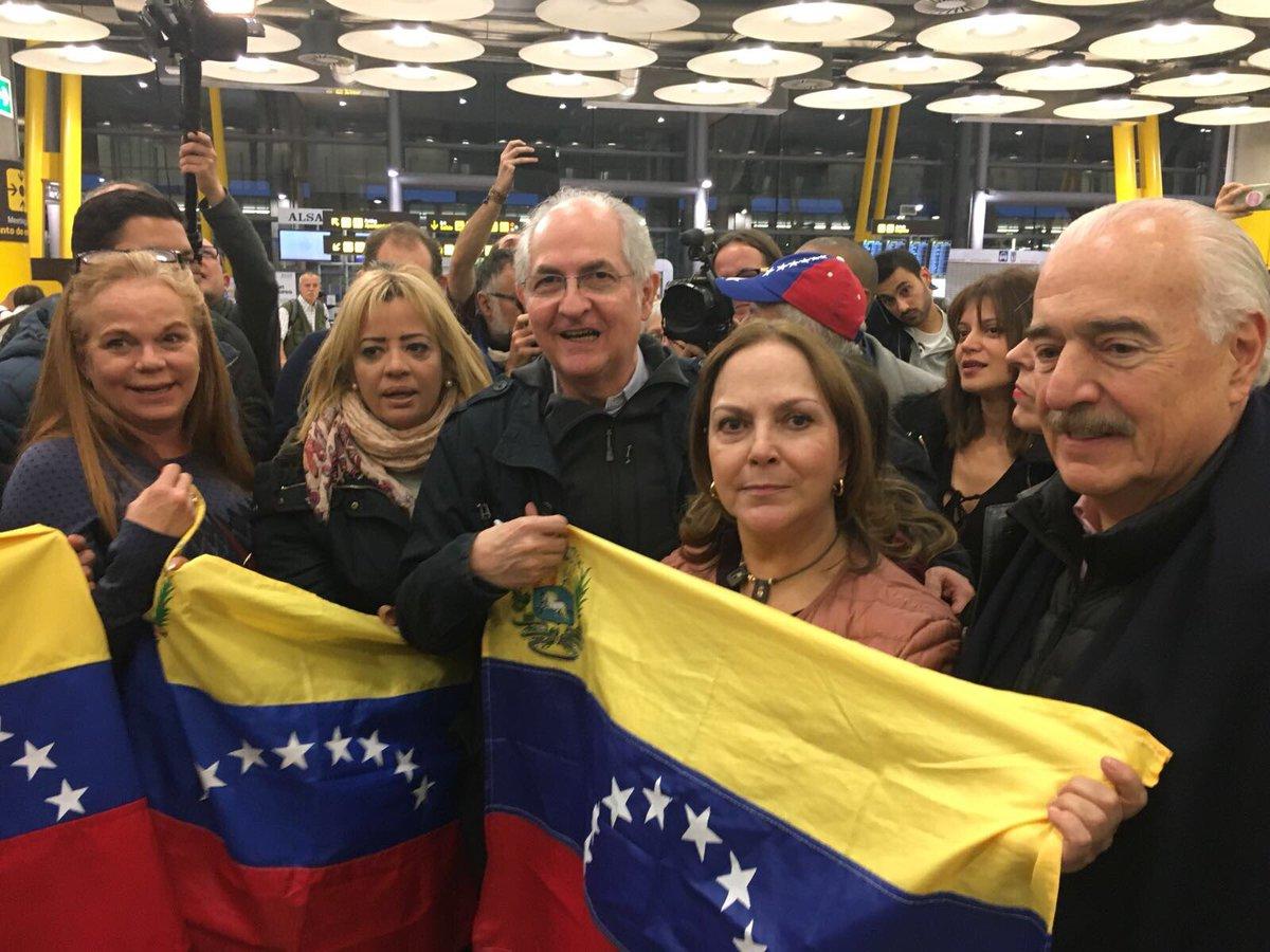 #ÚLTIMO Antonio Ledezma llego a Madrid, #España Fue recibido por Mitzi Ledezma y venezolanos en el exilio #18Nov (Foto cortesía)