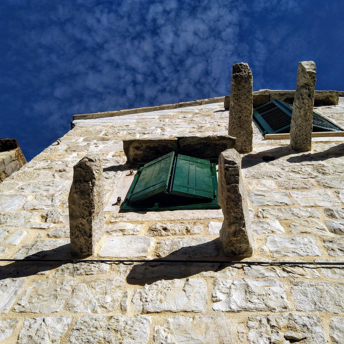 Dalmatian houses. Shot in #Split, Croatia. #Nokia6<br>http://pic.twitter.com/Mc6cZmXzZZ