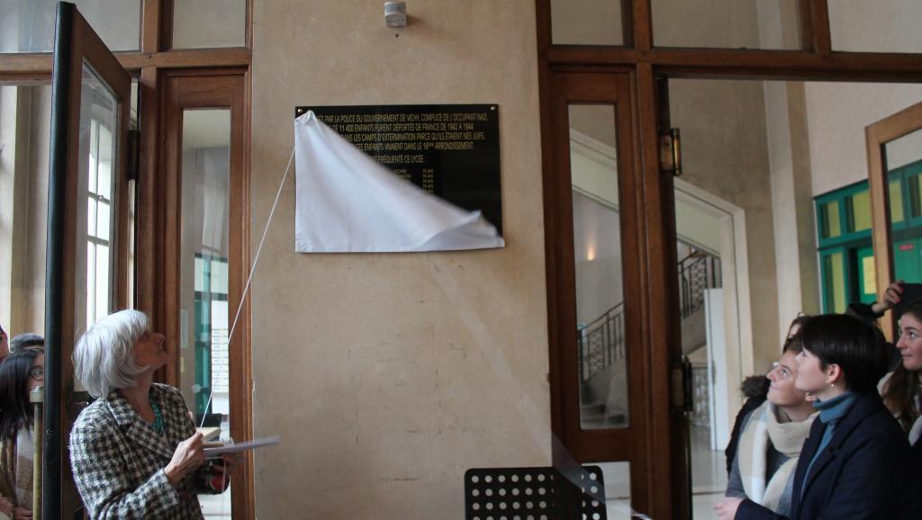 Une plaque à la mémoire de huit lycéennes déportées en 1942 dévoilée à Paris https://t.co/QWHfVEQTsZ