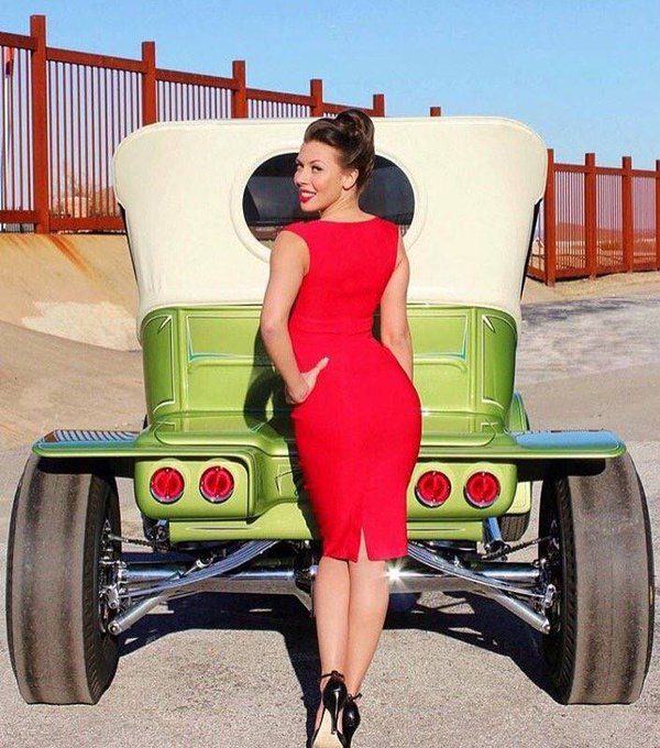 Enjoy the weekend! #weekend #cars #saturday #sultry #sexy #pinup #beauty #glamour https://t.co/fGOMP