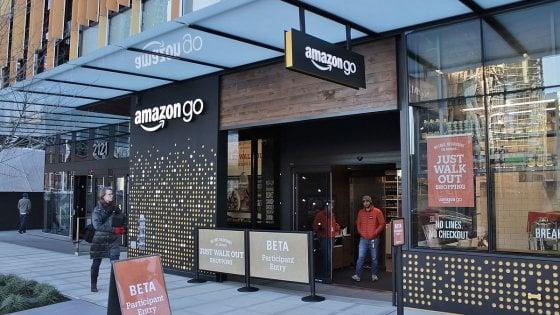 #Amazon, quasi pronto il #supermercato senza #cassieri Leggi l'articolo: https://t.co/cx04EA3cJ3