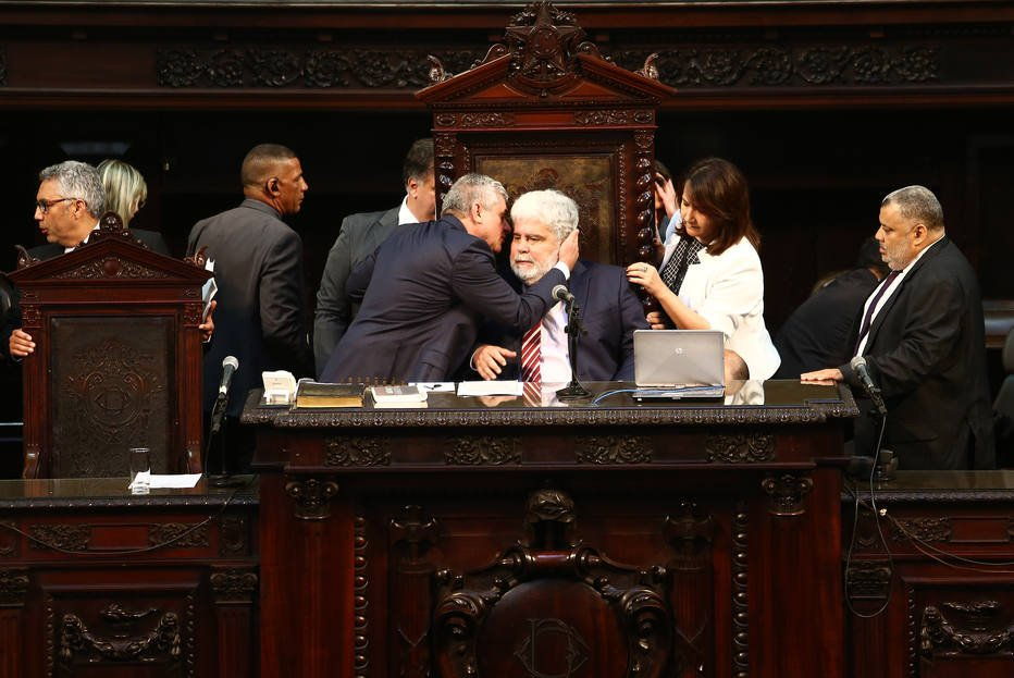 > As@EstadaoPoliticasociação de juízes vai ao STF contra decisão que livrou Picciani e demais deputados https://t.co/3XGmEmrInC