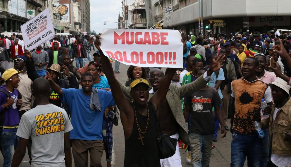 RT @Reuters: Crowds boo, jeer as Zimbabwe's Mugabe motorcade leaves Harare residence https://t.co/vQQeMQiQzM https://t.co/qVKix1InU9