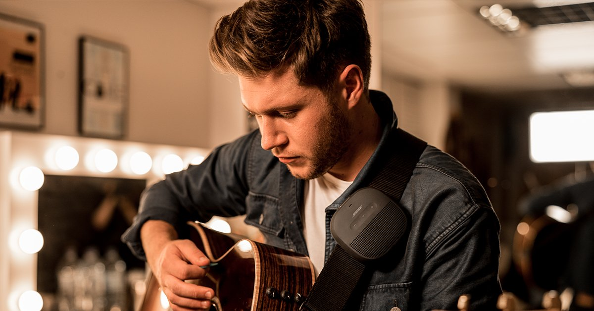 "We're excited to watch 'New Artist of the Year' nominee @NiallOfficial perform ""Slow Hands"" tomorrow at the #AMAs! There is still time to vote for him here: https://t.co/H7mtmrWsh0"
