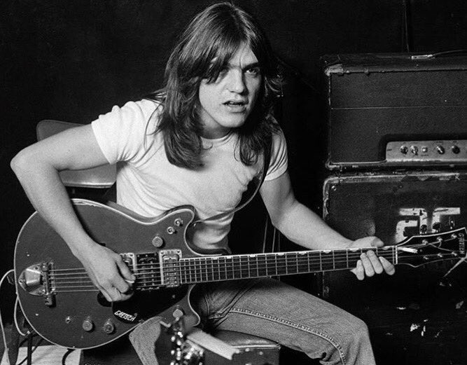 RT @Adrilastra: Malcolm Young. 😞 https://t.co/18gTPetuEe