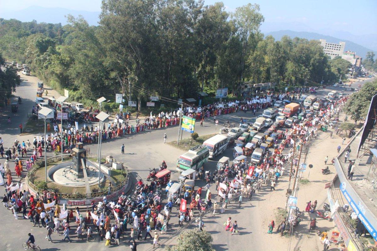 समर्थन में सड़कों पर उतरा नेपाल, सरहद पा...