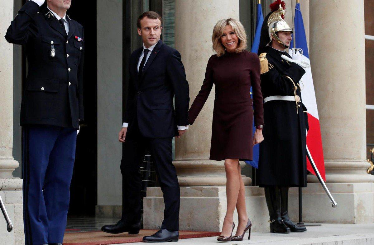 🔴 INFO - #People: Emmanuel et Brigitte Macron dînent en amoureux une fois par semaine.'▶️https://t.co/oJrBotMOJm #Macron #BrigitteMacron #EmmanuelMacron